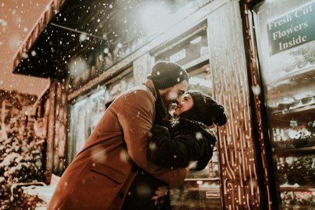 Libra hombre y mujer enamorados