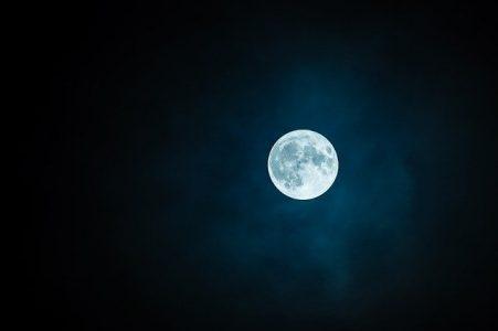 Ritual de luna llena rápido y efectivo para conseguir dinero